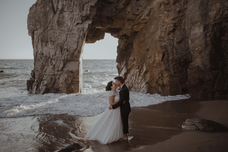 PHOTOGRAPHE MARIAGE RENNES - ANNE ET CHARLIE SUR LA PLAGE